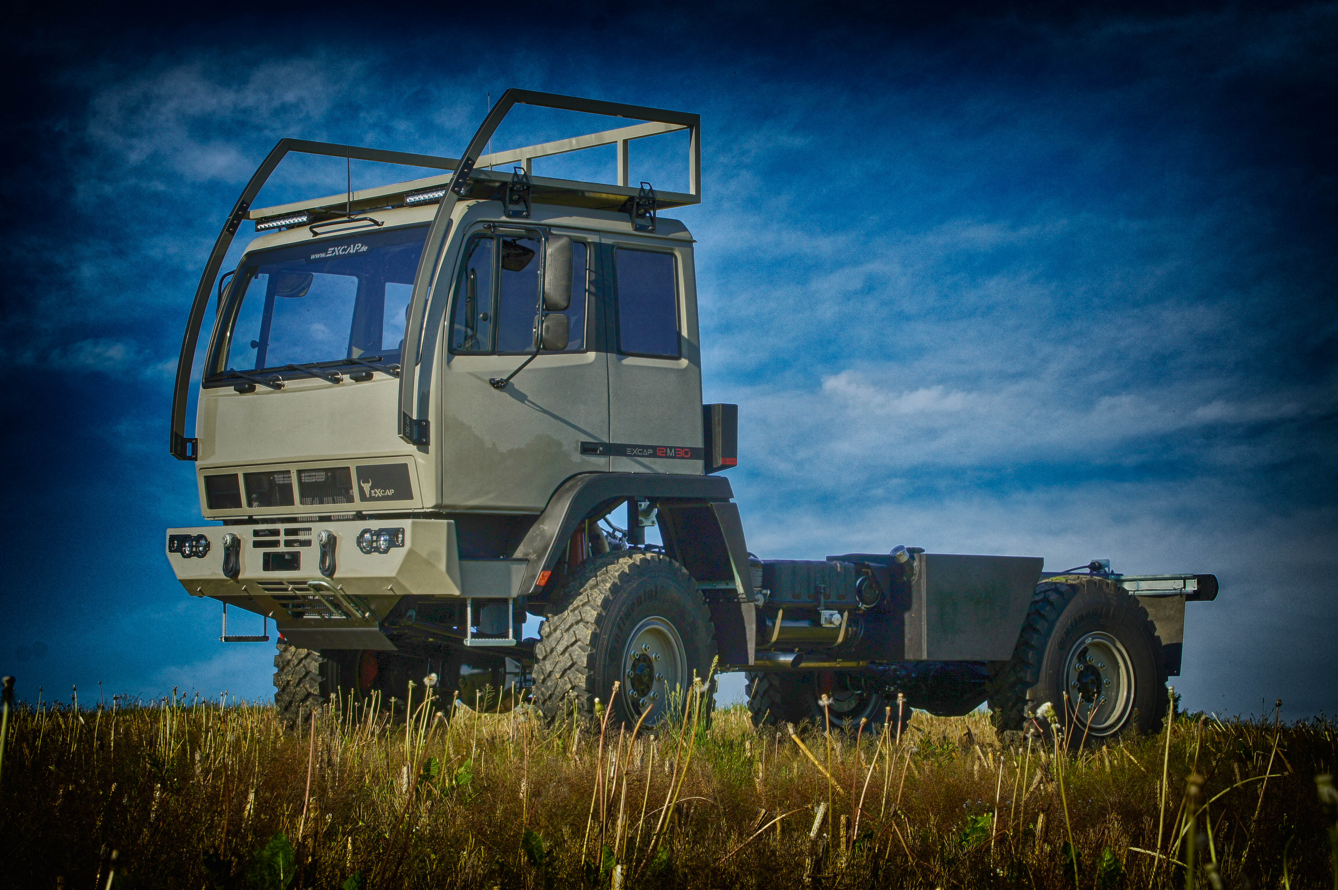 EXCAP STEYR 12M18 marries KrugXP cabin - Emily's + Dirk's ... on